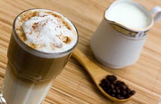 Latte kava su cinamonu