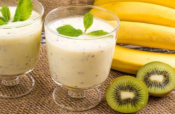 Pieniškas kivi ir bananų kokteilis