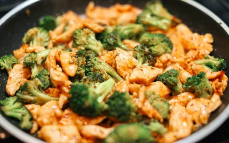 Vištienos gabalėliai su brokoliais