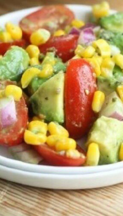 Kukurūzų ir avokado salotos