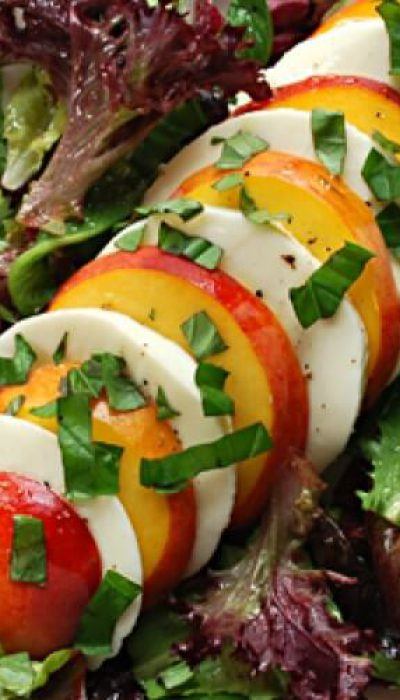 Persikų ir mocarelos sūrio salotos