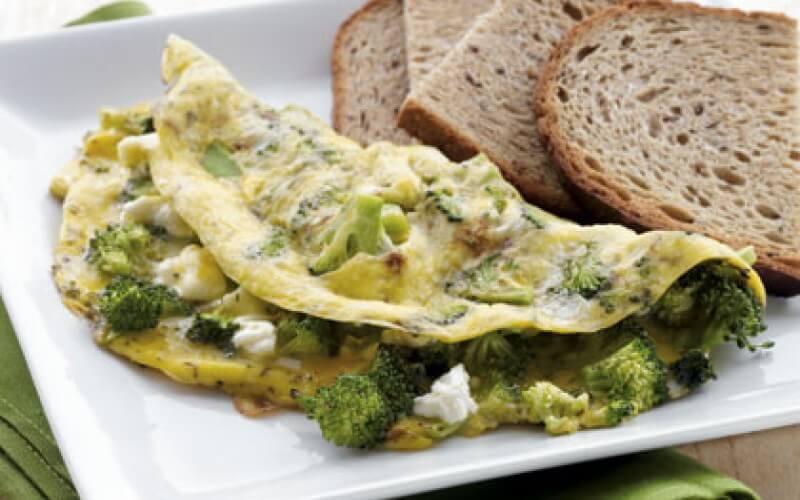 Brokolių ir fetos omletas