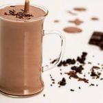 Kavos ir pieno kokteilis