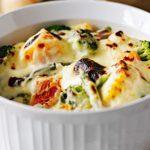 Troškintos daržovės su sūrio padažu