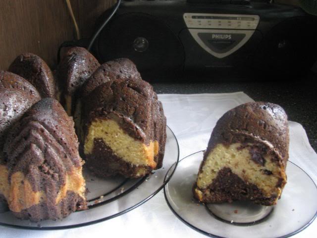 Keksas su kriaušėmis ir šokoladu