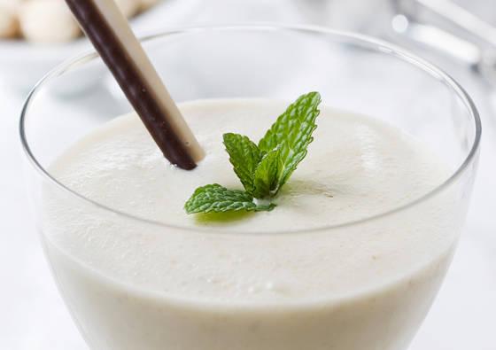 Bananų ir kriaušių kokteilis su jogurtu