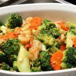 Daržovių troškinys su krevetėmis