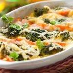 Daržovių užkepėlė su sūriu ir brokoliais