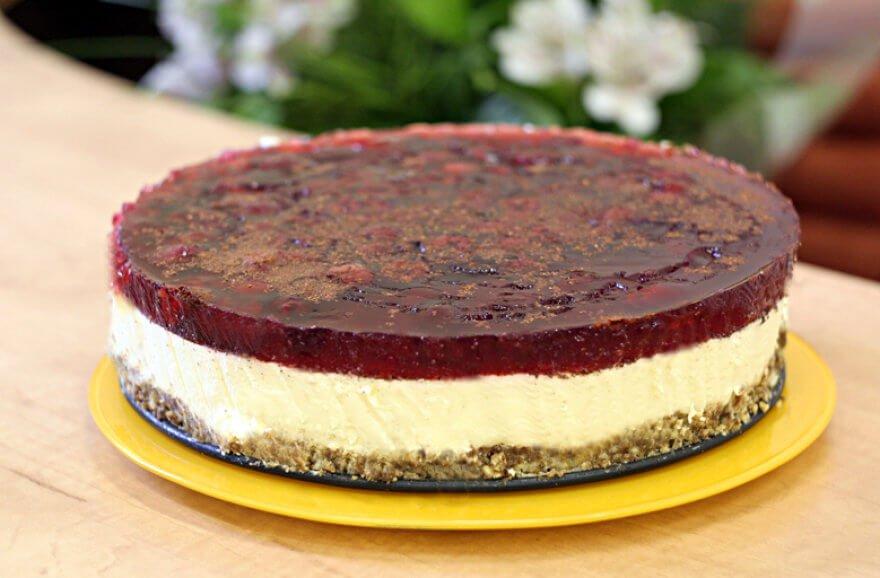 Gaivus nekeptas tortas su maskarpone ir cinamonu