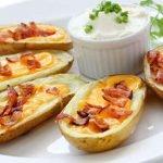 Įdarytos bulvės su šonine