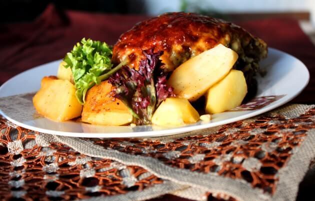 Kepsnys su svogūnų ir sūrio plutele