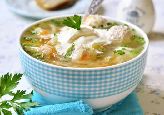 Kopūstų sriuba su vištienos kukuliais