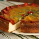Lengvas varškės ir vaisių pyragas
