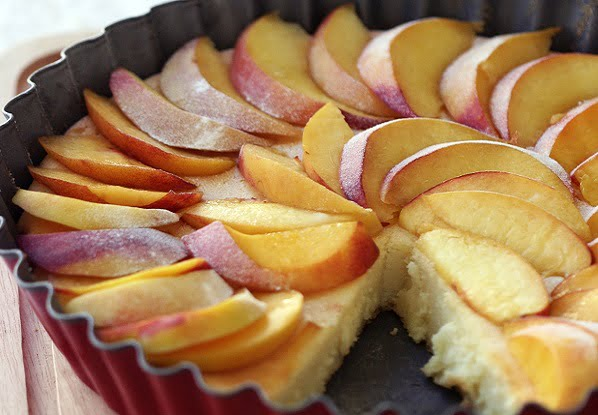Gaivus ir drėgnas nektarinų pyragas