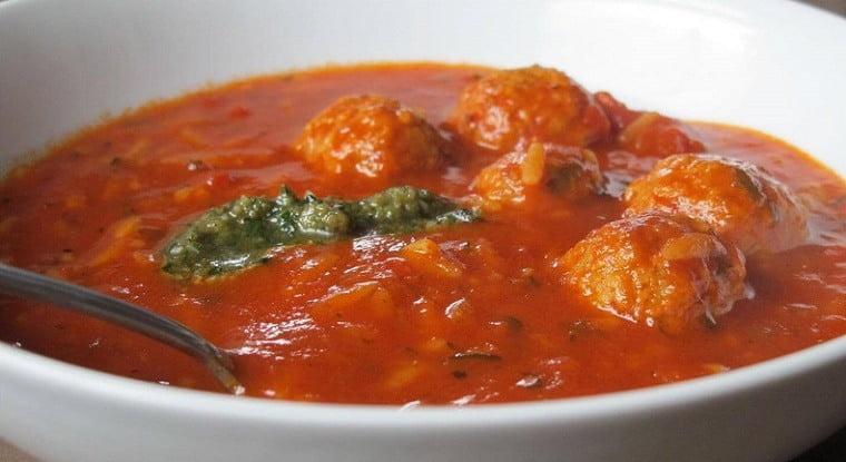 Pomidorų sriuba su kukuliais