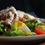 Sočios salotos su tunu