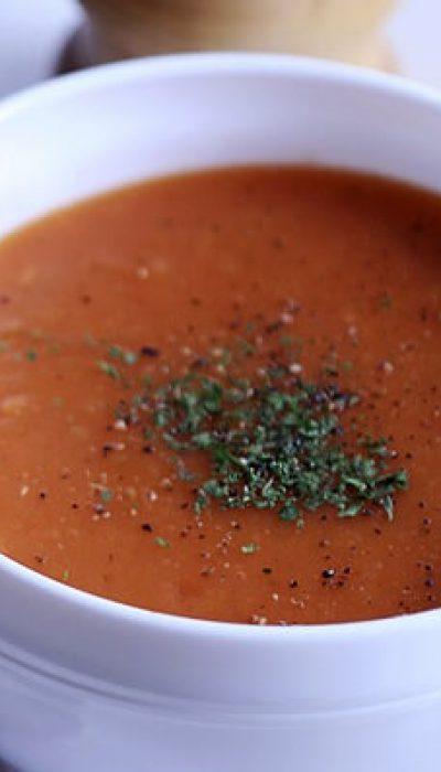 Trinta pomidorų ir bulvyčių sriuba su prieskoniais
