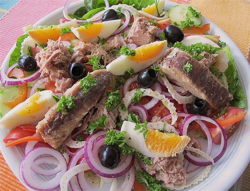 Tuno salotos su daržovėmis