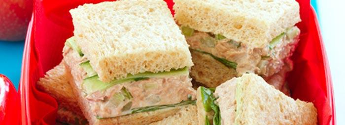 Tuno, gražgarsčIų ir agurkų sumuštinukai