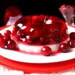 Varškės desertas su želės karūna