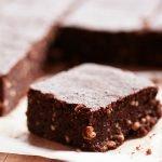Šokoladiniai varškės pyragėliai – plytelės