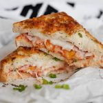 Orkaitėje kepti sumuštiniai su kumpiu ir sūriu