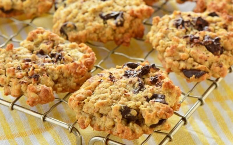 Avižiniai sausainiai su šokolado gabalėliais