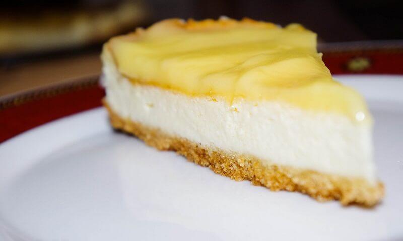 Varškės pyragas su citrininiu kremu