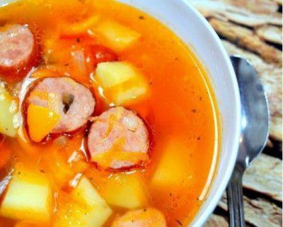 Aštri sriuba su grilio dešrelėmis