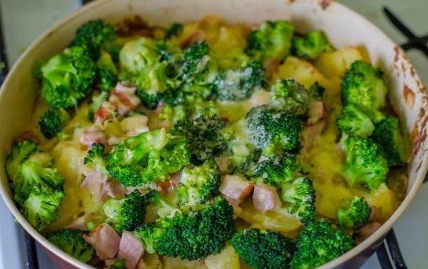 Sotus bulvių ir brokolinių kopūstų apkepas