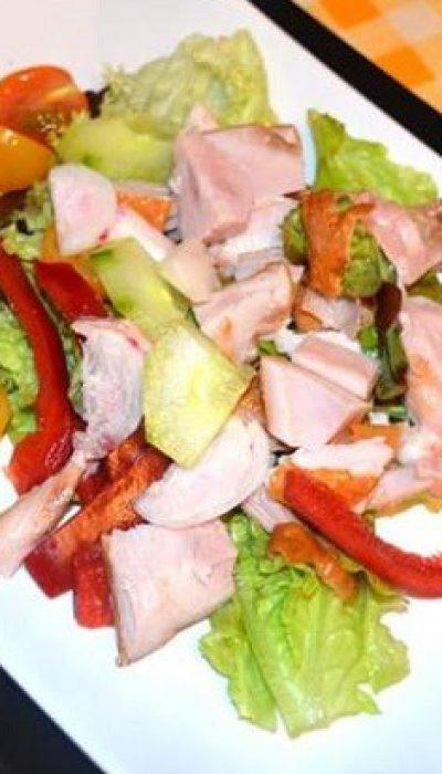 Gaivios salotos su rūkyta vištiena
