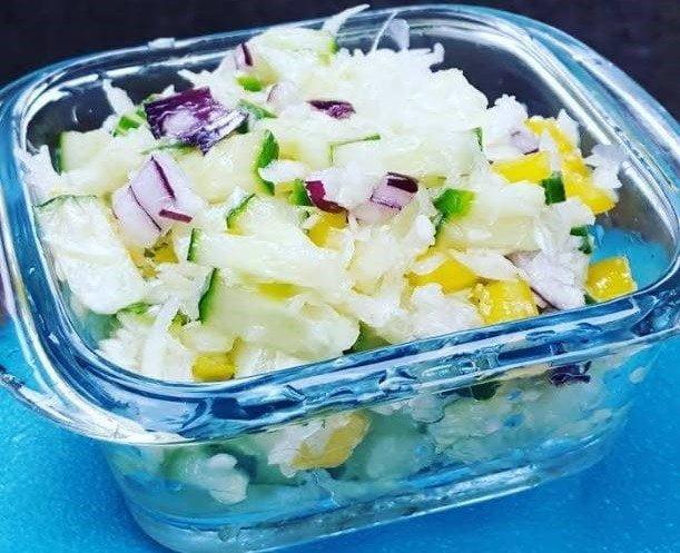 Kopūstų ir agurkų salotos