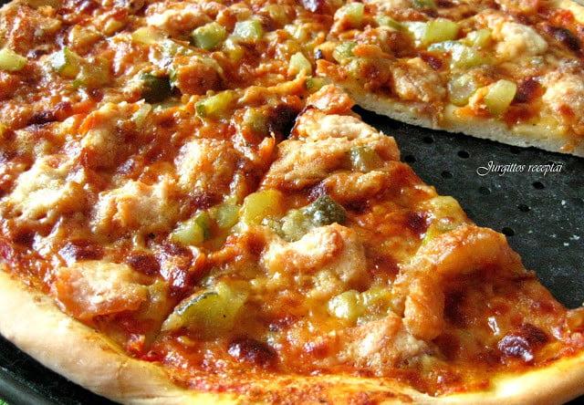 Pica su rūkyta lašiša ir pomidorais
