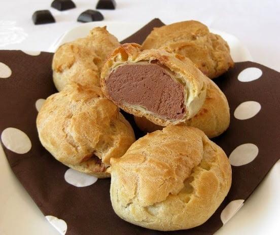 Plikyti pyragaičiai su šokoladiniu kremu
