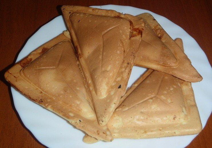 Pyragėliai sumuštinių keptuvėje