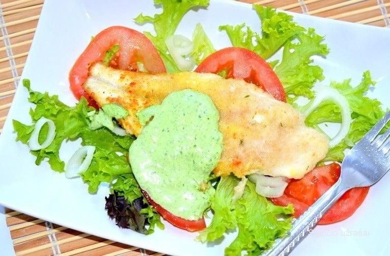 Žuvis su žaliuoju padažu