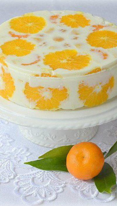 Jogurtinis tortas su vaisiais ir biskvito gabaliukais