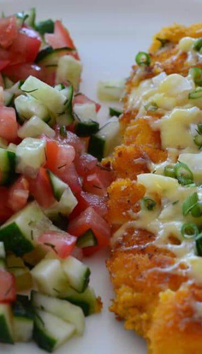 Traškūs vištienos kepsniai džiuvėsėliuose su sūriu